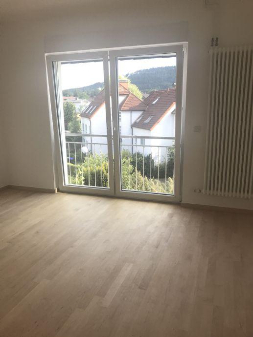 Wohnung mit 2 Südbalkonen in ruhiger grüner Wohnlage, neue EBK, Keller, Waschküche, Garten