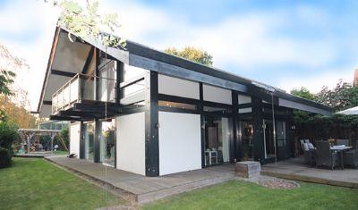 preissenkung von privat lichtdurchflutetes traumhaus mit besonderem flair und tollem garten. Black Bedroom Furniture Sets. Home Design Ideas