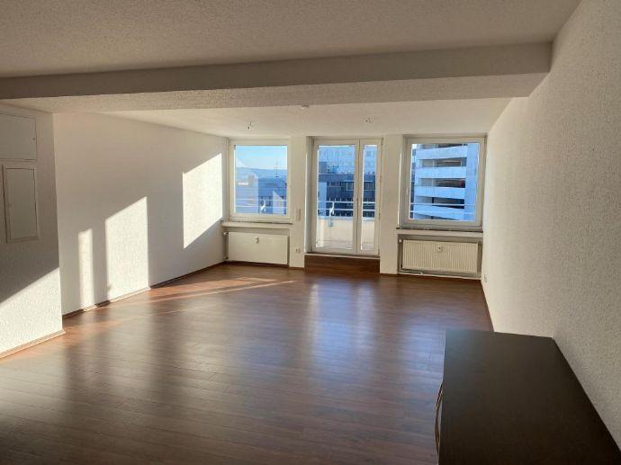 Kassel Mitte Penthouse 3 Zimmer, Küche Bad, Gäste WC in zentraler Lage, teilmöbliert.