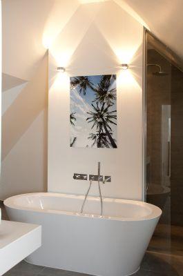 Moderne Badvariante mit frei stehender Badewanne