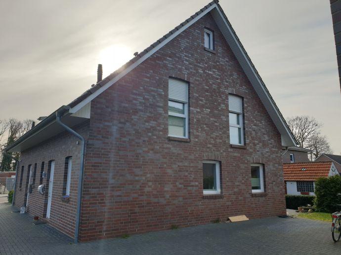 Hochwertige Doppelhaushälfte in Leer Loga, nahe Julianenpark in Süd/Westlage, Baujahr 2014