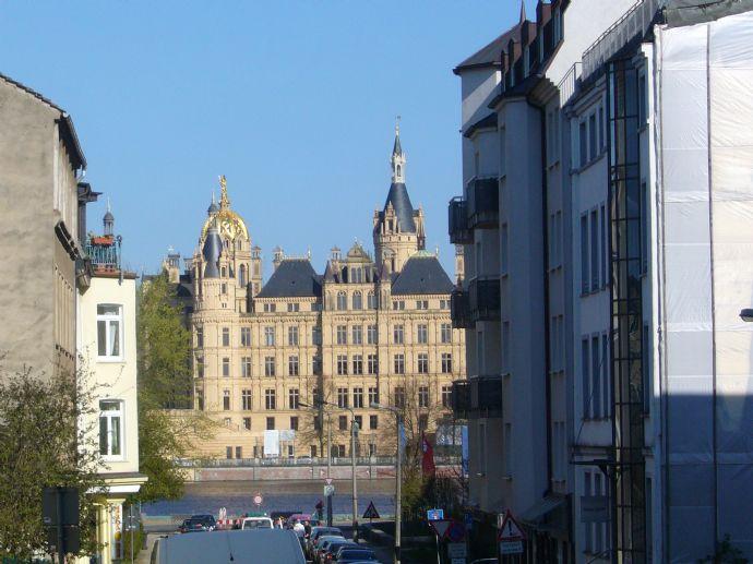 Helle 3-Raum-Wohnung in bester Innenstadtlage mit Aufzug und 2 Balkonen!