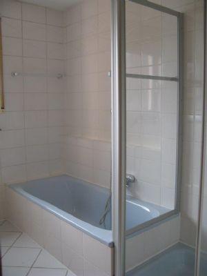 Badewanne und Dusche......