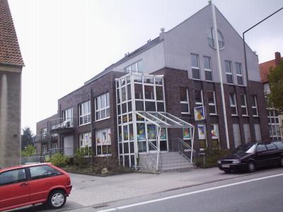 großzügige 1-Zimmer Wohnung mit Galerie und Dachterrasse in der Rheiner Landstr.83