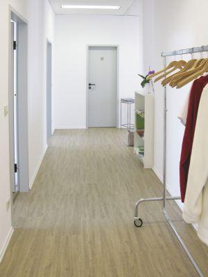 neu isenburg sehr gepflegtes gro z giges einzelb ro oder. Black Bedroom Furniture Sets. Home Design Ideas