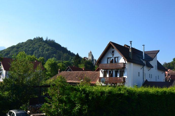 Freistehendes Dreifamilienhaus mit 2 Garagen & Garten in Heidhausen