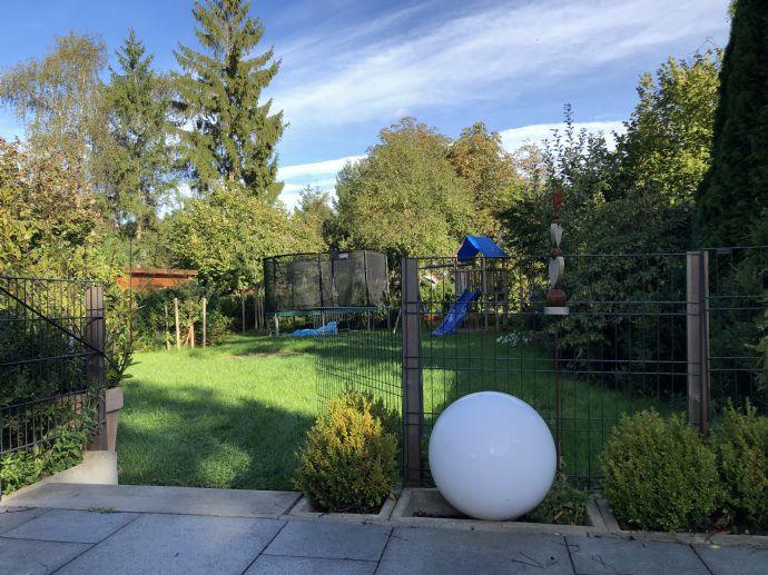 Luxus Neubauwohnung mit Kamin/Terrasse und Garten
