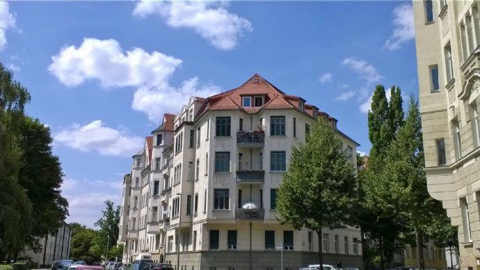 Neu renovierte Topwohnung über den Dächern von Gohlis-Süd, nagelneue Einbauküche und Gartenmitbenutzung!