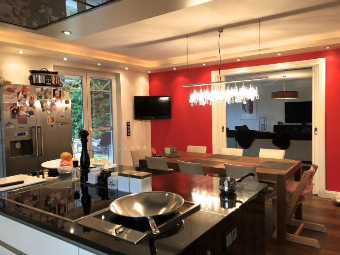 Einfamilienhaus für die ganze Familie -345 qm Wohn-Nutzfläche -Kamin ...