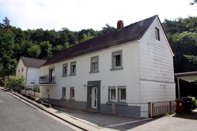 KL-Hohenecken - Älteres, renoviertes Wohnhaus mit Baugrundstück in ruhiger Waldrandlage