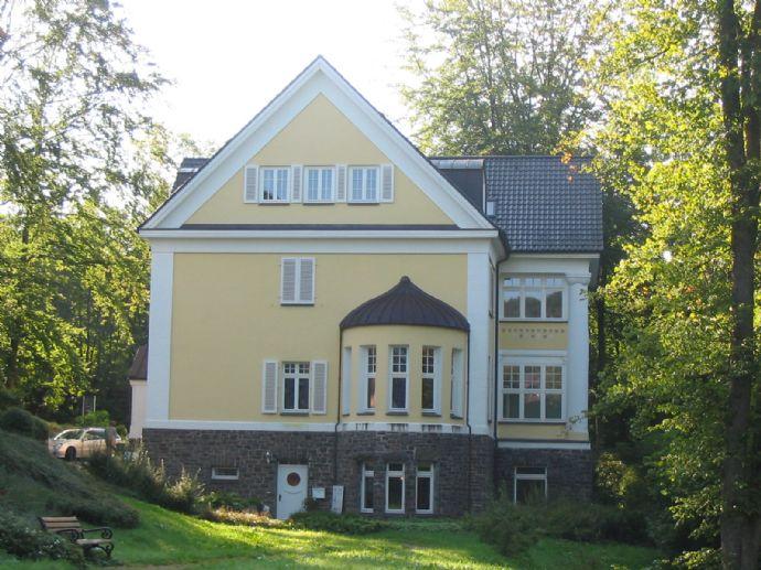 Repräsentative 2-Zimmer Wohnung in der Villa Heuell