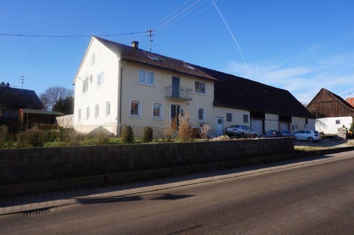 Großes Haus mit viel Platz- geeignet für die große Familie oder für den Kapitalanleger/ Großes PV Dach vorhanden!!!