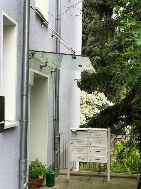 Altbau-Erdgeschosswohnung mit Holzdielen und sehr hohen Decken in einem Haus mit einer guten Seele in der Nähe des botanischen Gartens in Bielefeld