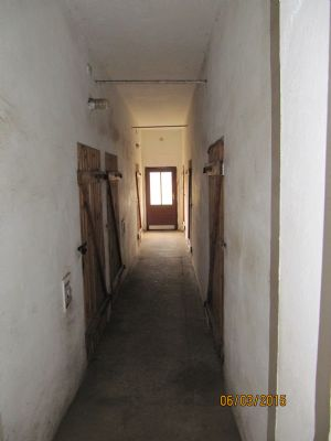 Wohnhaus Hinterausgang m. Kellerabteilen
