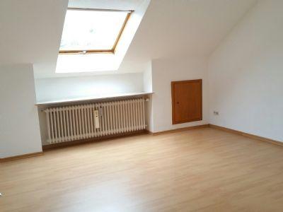 schickes appartment mit neuen bad und einbauk che wohnung. Black Bedroom Furniture Sets. Home Design Ideas