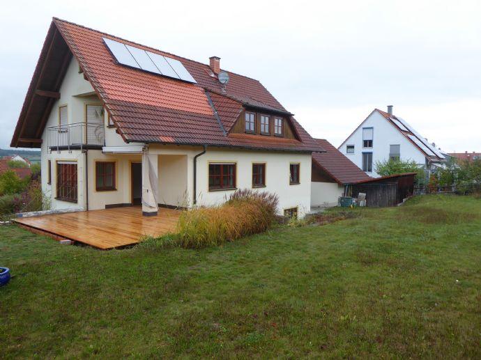Freistehendes, ruhig gelegenes Einfamilienhaus mit großem Garten und direkten Blick zum Steigerwald