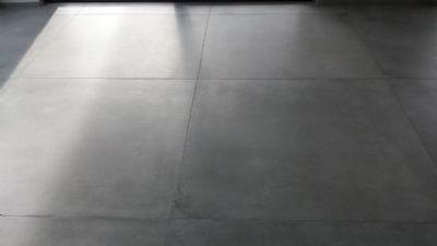 1,20 m x 1,20 m große Fein-Steinzeug-Fliesen