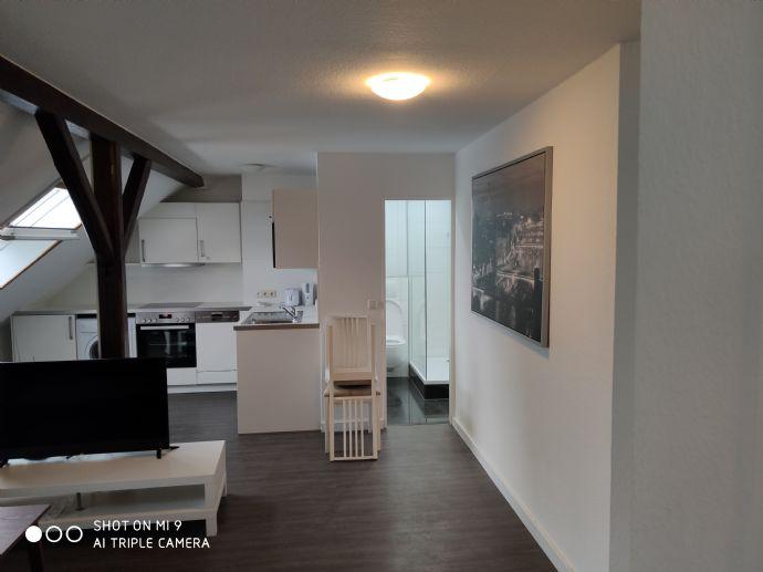 Direkt gegenüber neuer EZB - vollmöbilierte kernsanierte 3-Zimmer DG Wohnung - WG-tauglich