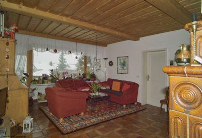 Gartengeschoss, Wohnraum mit Kachelofen