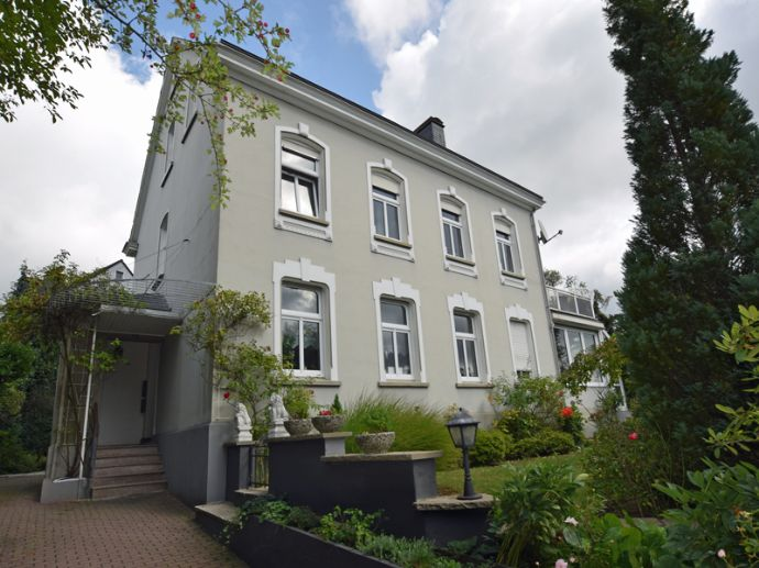 Charmantes Drei-Familienhaus in Cronenberg