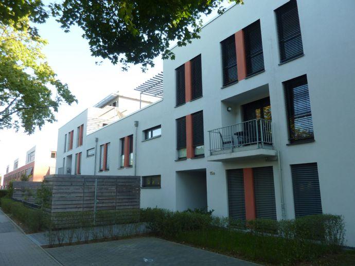 Super schöne 3 ZKB-Wohnung mit Dachterrasse, Tiefgarage und Aufzug - TOP Lage!