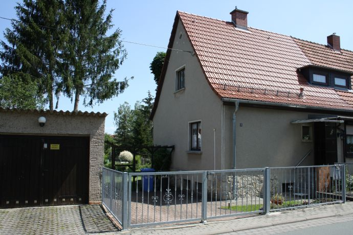 Ein sehr schönes und gepflegtes Einfamilienhaus mit Garten in Bad Berka