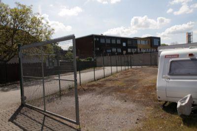 stellplatz f r wohnwagen wohnmobil anh nger etc au en stellplatz duisburg 2bypv46. Black Bedroom Furniture Sets. Home Design Ideas