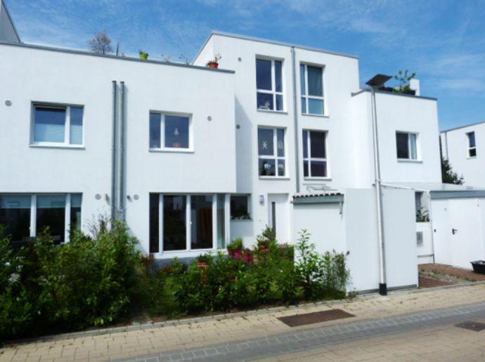 Modernes Lebensgefühl im modernen KfW70 Townhouse mit Privatgarten und Dachterrasse in Quickborn