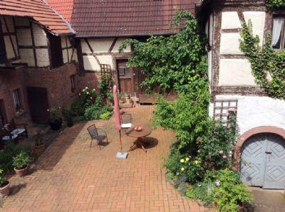 Ansprechender Innenhof mit südländischem Flair