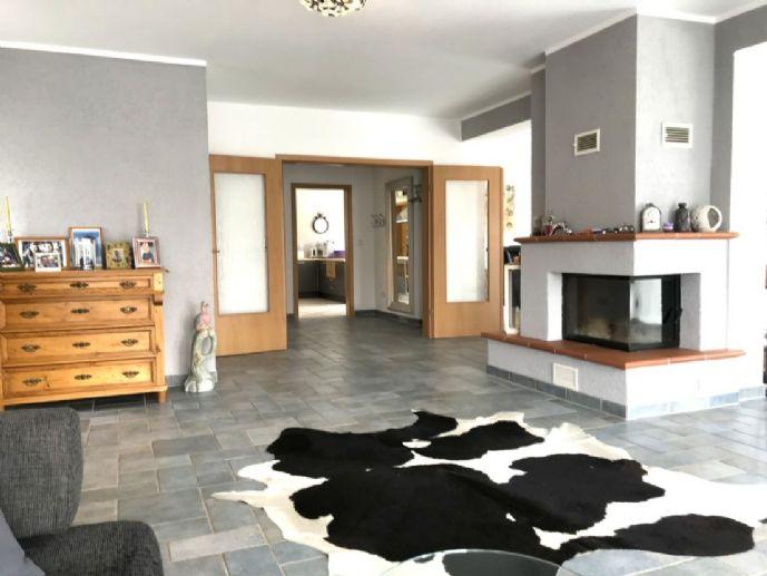 * Platz für Ihr Boot/Oltimer * 1 Familienhaus mit Einliegerwohnung in Niedernhausen!