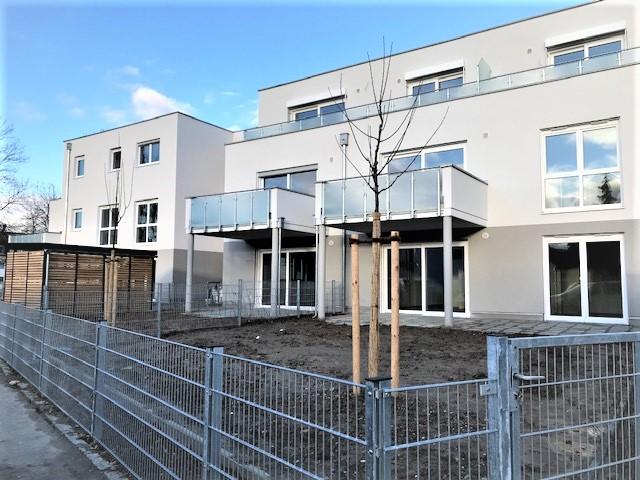 Großzügige, moderne Dachterrassenwohnung mit EBK, Abstellraum, Kellerabteil, 2 TG-Stellplätze - f