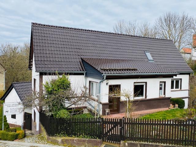 tolles, teilsaniertes Zweifamilienhaus in top- Lage