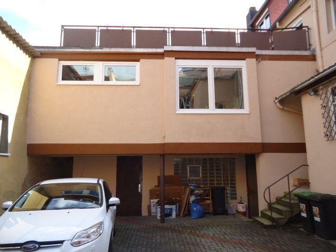 Renovierungsbedürftiges Anwesen (1FH) in zentraler, dennoch ruhiger Innenstadtlage