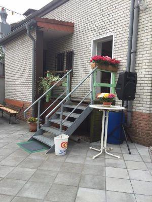Eingang vom Hof zum Gastraum und Wohnbereich