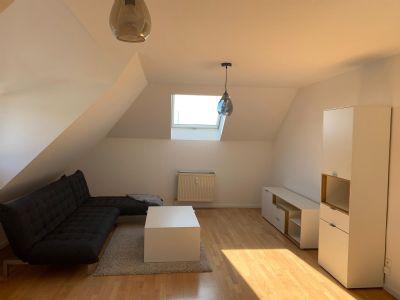 Exklusive 2-Zimmer-Dachgeschosswohnung mit EBK in Offenbach am Main