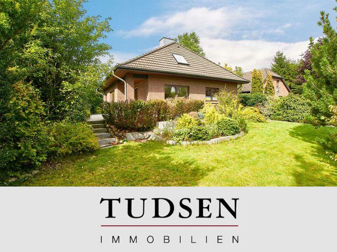 Großzügiges Einfamilienhaus auf reizvollem Grundstück in ruhiger Lage von Meiendorf.