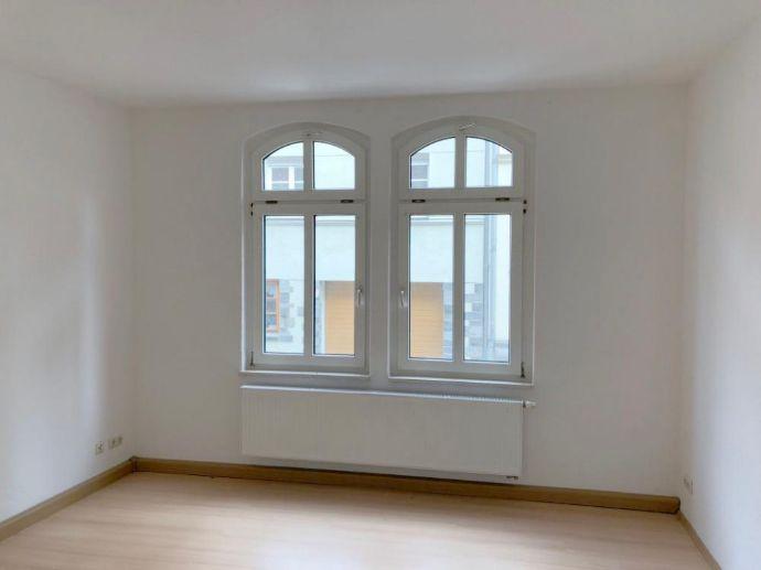 Wunderschön sanierte 2-Raum-EG-Wohnung im Zentrum von Greiz mit Garten