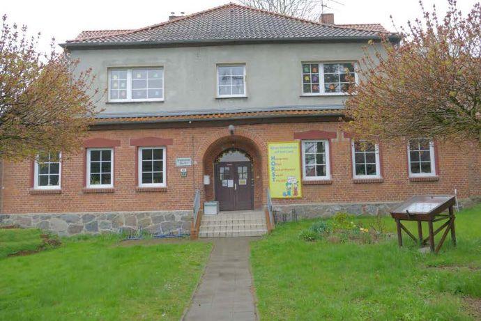 ehemalige Grundschule zwischen Stralsund und