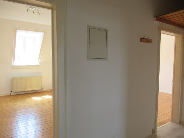 Gemütliche 3 Zimmer-Wohnung im Westend: Dachgeschoss, gute Raumaufteilung, Holzdielenböden