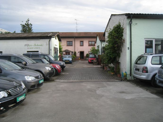 3-4 Familienhaus + 3 x Werkstatt + großes Grundstück