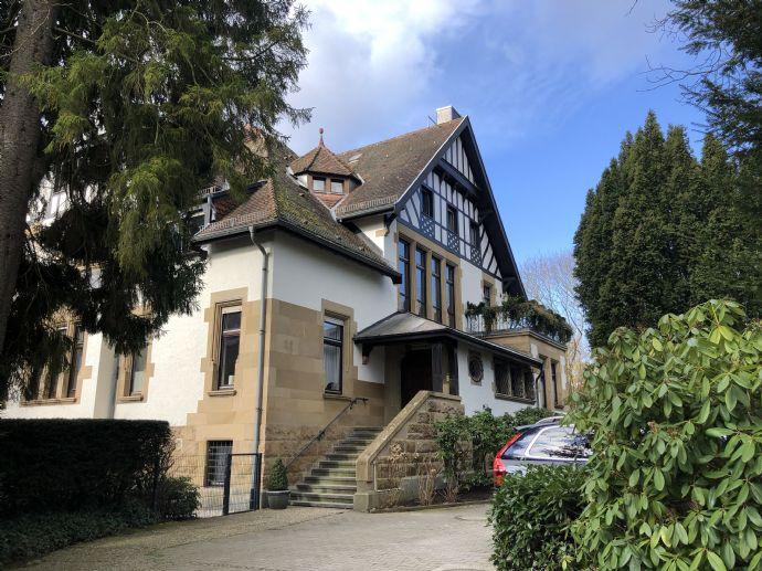 Erstbezug nach Sanierung, exklusive Wohnung in Villa im Hardtwald
