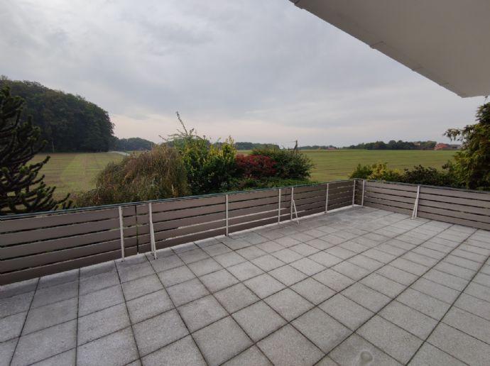5 Zimmer, 2 neue Bäder, 2 Balkone, 2 Parkplätze, ca. 188 qm, ruhig und mit wunderschönem Ausblick