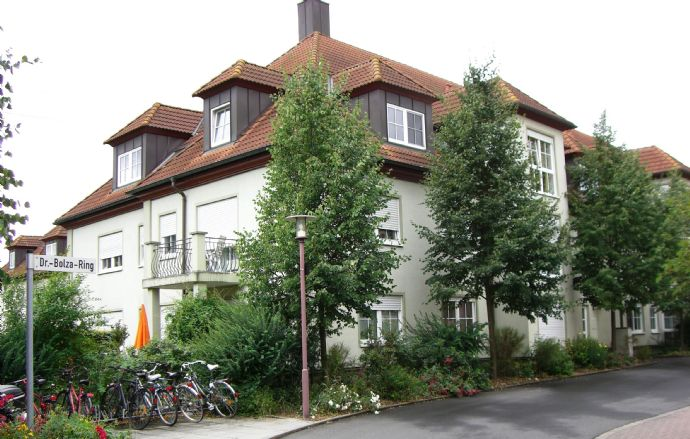 Gepflegte 1-Zimmer-DG-Wohnung mit EBK und zusätzl. Hobbyraum in Zell a. Main