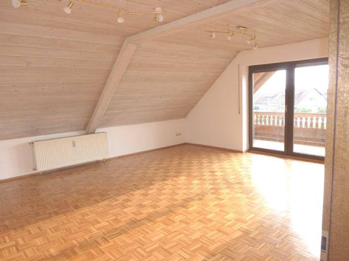 Großzügige 4,5 Zimmer Wohnung im 1. OG (DG) mit Balkon und Garten in Gundelsheim (Stadtbus Bamberg)