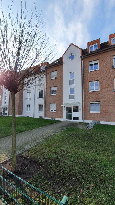 Vollständig renovierte 3,5-Zimmer-Wohnung mit Balkon, Einbauküche und PKW-Stellplatz