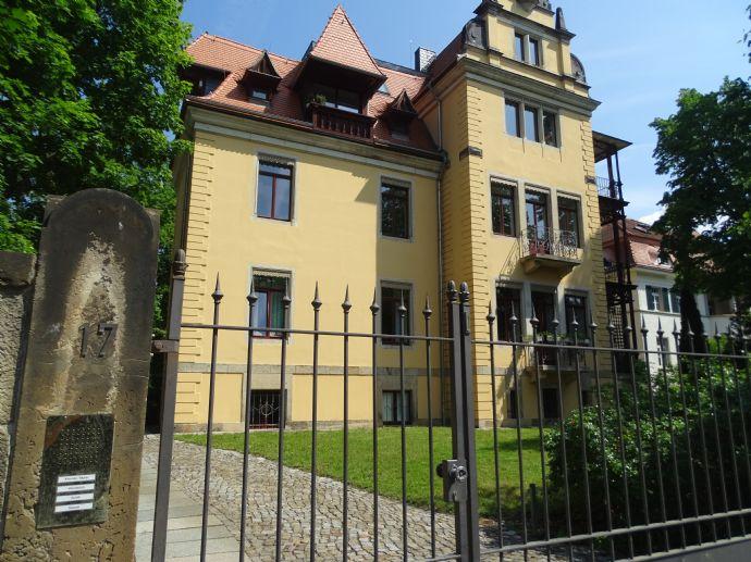 Wunderschöne hochwertig ausgestattete Dachgeschoßwohnung im Herzen von Blasewitz zu vermieten