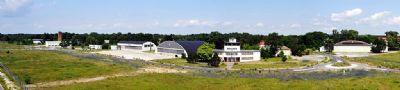 Panorama; Kreisel. Hangar, Tower und Nebengebäude