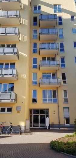 Gut geschnittene 2 Zimmer-ETW. mit Balkon u. TG/Pl. in zentraler Lage in Neu-Isenubrg