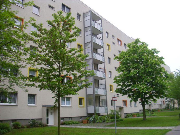 altersgerechte große 2-RWE mit ebenerd. Aufzug + Balkon *Bad mit Fenster+Wanne*