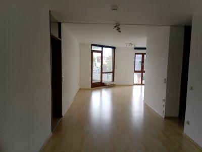 Helle 3-Zimmer-Wohnung mit Balkon und Einbauküche in Obertshausen